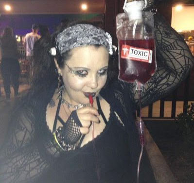 real-life vampire who drinks blood from her boyfriend's body