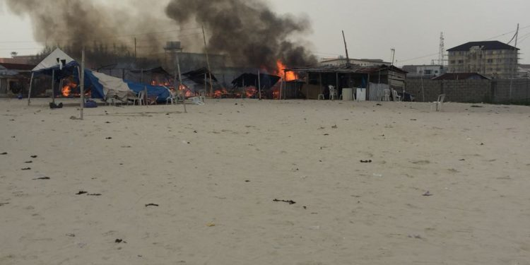 yoruba-and-eegun-clash-in-ajah-lagos-as-they-burn-houses2