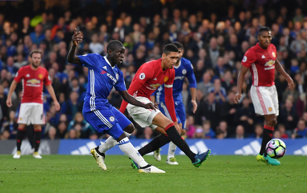 Kante in the match of chelsea vs man united