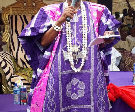 Oluwo Praying for Buhari